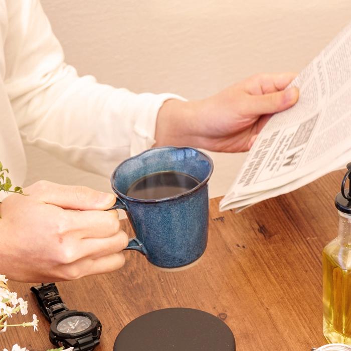 美濃焼のマグカップでコーヒータイム