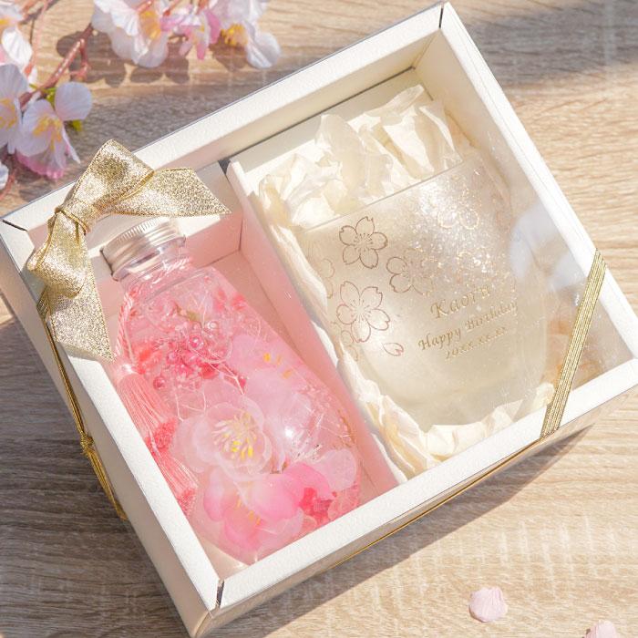 桜のハーバリウムと桜柄のロックカップ