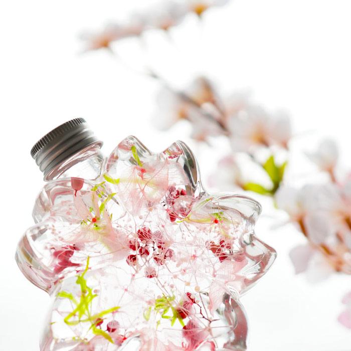 瓶まで桜の形をしたハーバリウム