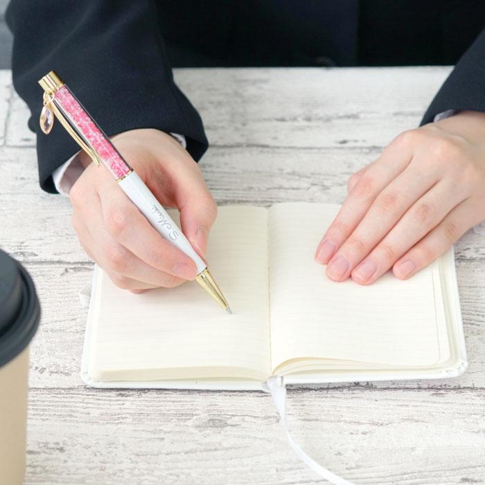 メモ帳にクリスタルボールペンで書く